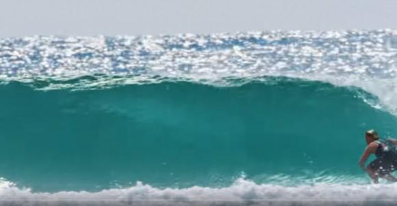 SURFING   VIDEO   LE SURFISTE AUSTRALIANE IN AZIONE